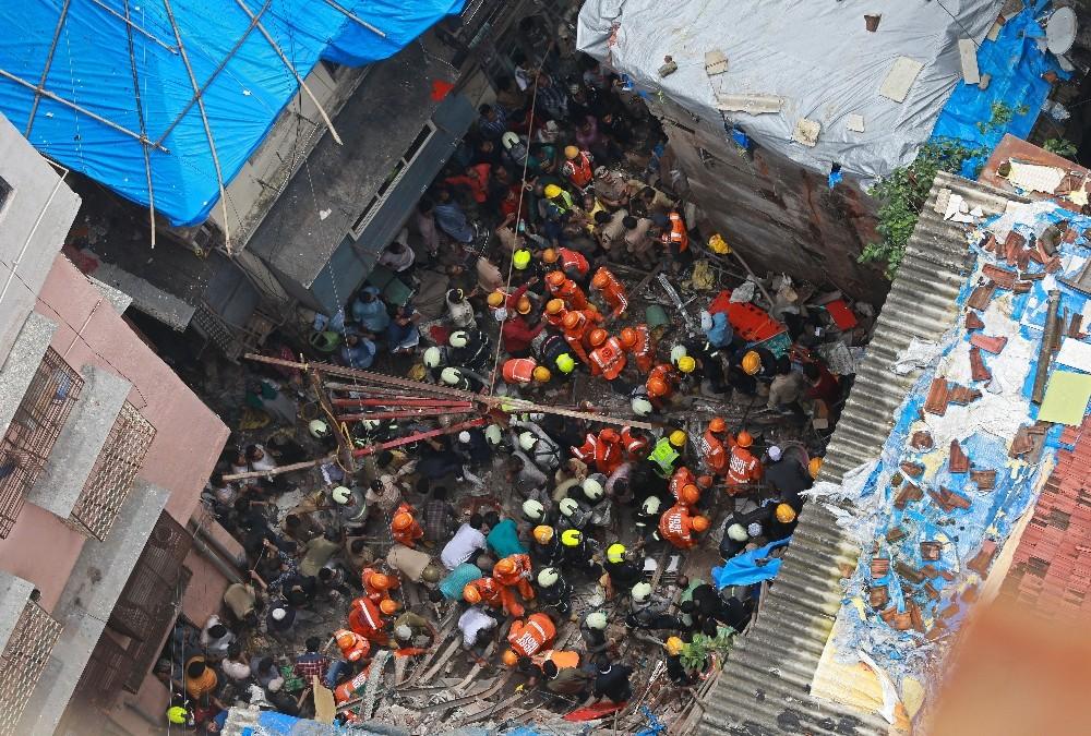 Hindistan'daki çöken binada ölü sayısı 14'e yükseldi