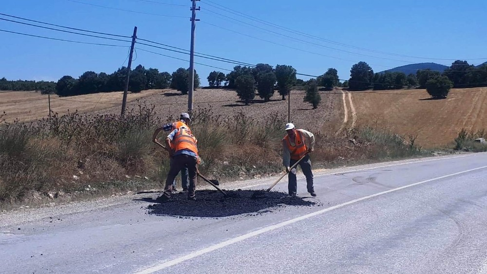 Hisarcık'ta yollara asfalt yama çalışması