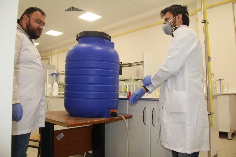 Hitit Üniversitesi kendi ürettiği dezenfektanlarla virüse karşı savaşıyor