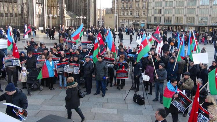 Hocalı mezalimi Köln Katedrali'nde protesto edildi