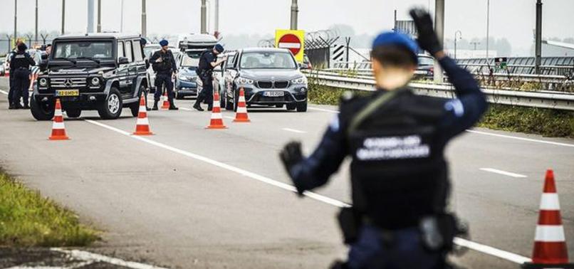 Hollanda'da polis, el koyduğu kebapları kendi dağıttı