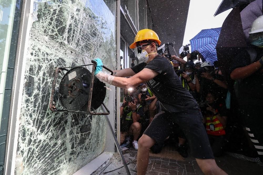 Hong Kong protestolarında tansiyon yükseliyor