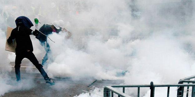 Hong Kong'da protestoculara biber gazlı müdahale
