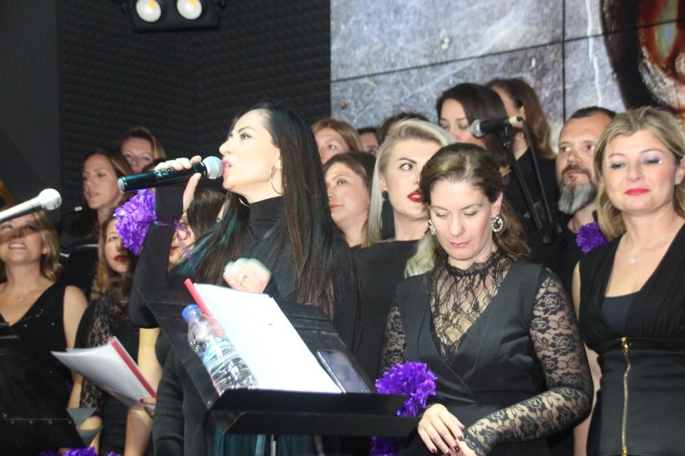 Hükümlü annelerin çocukları için şarkı söylediler