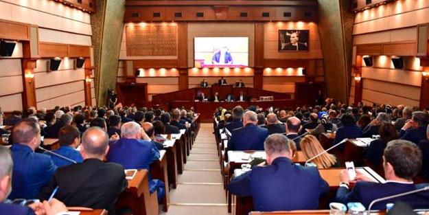 İBB Meclisi karıştı! 'Özür dileyin yapalım' gerginliği