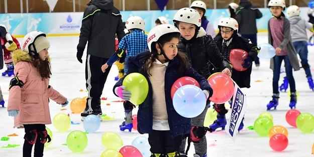 İBB'nin öğrencilere karne hediyesi ''Karneni getir buzda kay'' başladı
