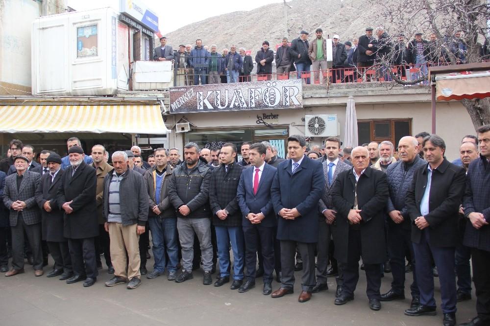İdlib Şehitleri için Cuma Namazı sonrası dua edildi