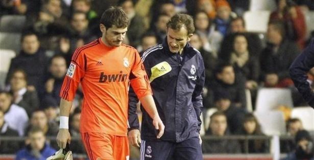 Iker Casillas kimdir, kaç yaşında? Futbolcu Iker Casillas son dakika sağlık durumu nasıl?