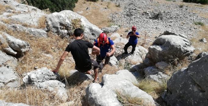 İki öğrenci doğa gezisi için çıktıkları dağda mahsur kaldı