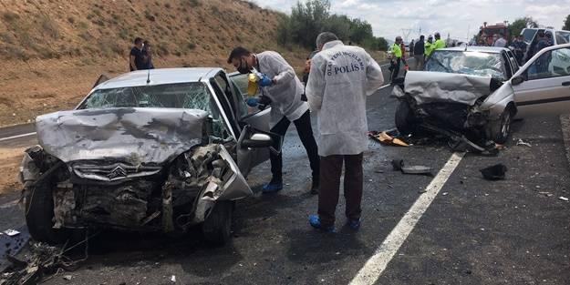 İki otomobil birbirine girdi: Ölüler ve yaralılar var