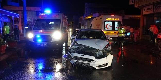 İki otomobil birbirine girdi: Yaralılar var