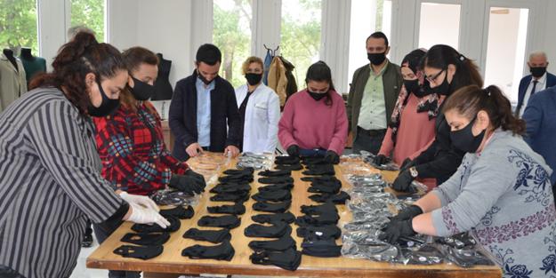 İl il koronavirüsle mücadele: Kozan Belediyesi maske üretip ücretsiz dağıtıyor