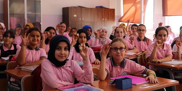 İmam Hatip öğrencileri harçlıklarını Arakan'a gönderiyor