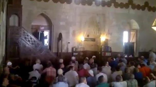 İmam vaaz verirken provokasyon yapan FETÖ'cülere cemaatten büyük tepki!