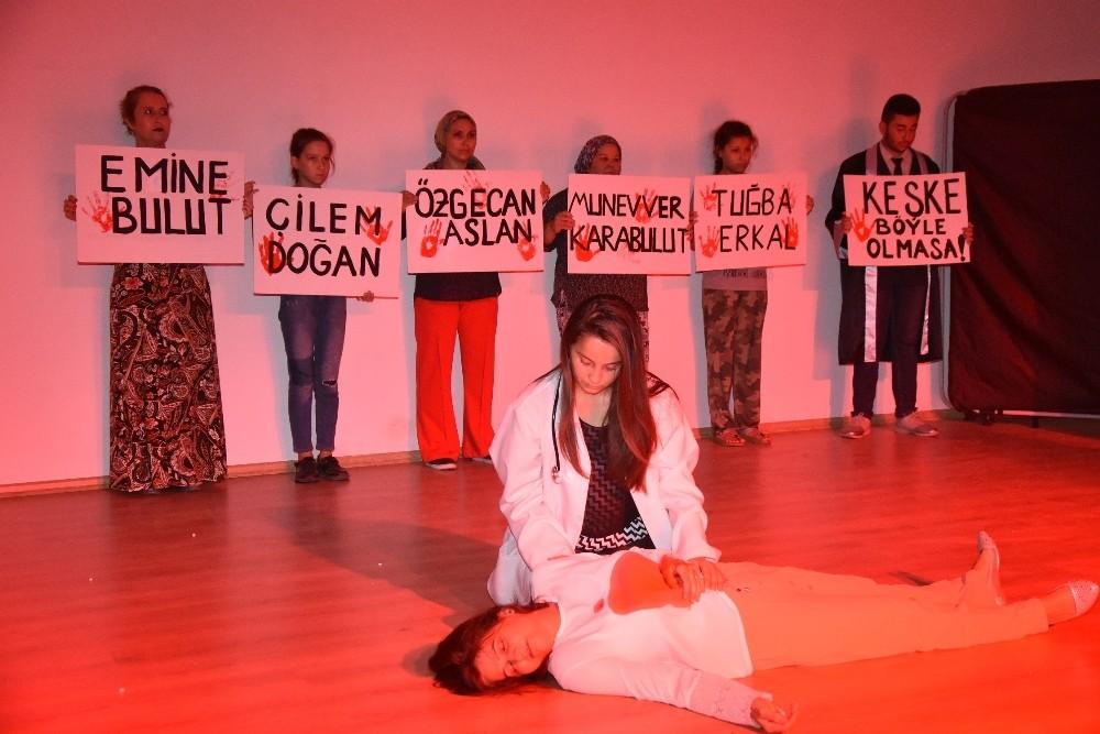İncirliova'da 'Yankı' adlı tiyatro ile kadına şiddete dikkat çekildi
