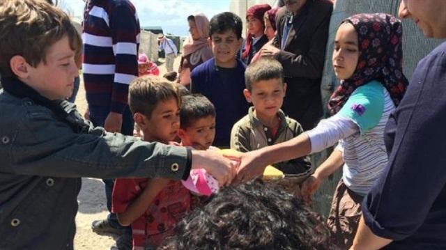 İngiliz aile sığınmacılar için tatile Türkiye'ye geldi