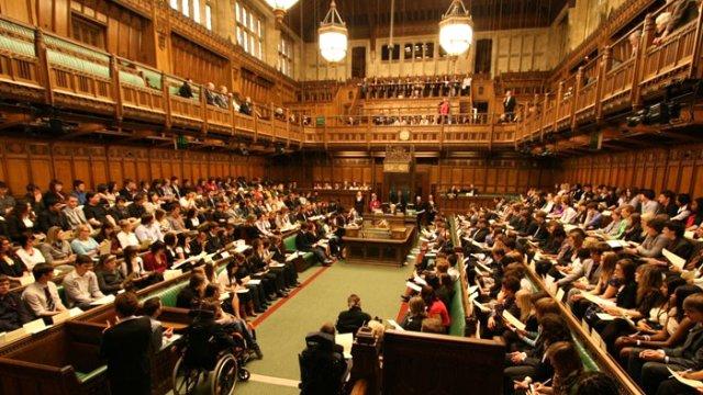 İngiltere Parlamentosu'nda bomba alarmı!