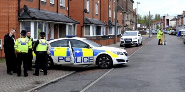 İngiltere'de cami çıkışı saldırı