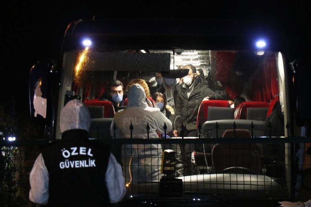 İngiltere'den yurda döndürülen 100 kaymakam adayı ve aileleri Sakarya'da karantina altına alındı