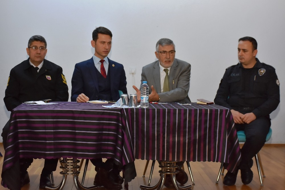 İnönü'de muhtarlar, güvenlik ve halkla buluşma toplantısı yapıldı