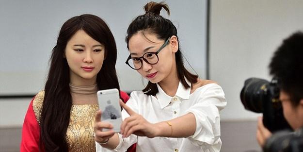 İnsan hislerini algılayabilen robot: Jia Jia