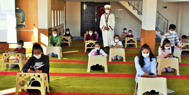 İnternet bağlanan camide ders başı yapıldı
