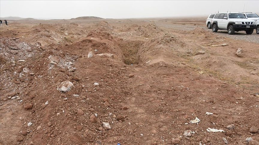 Irak'ta 20 kişinin cesedinin gömüldüğü toplu mezar bulundu