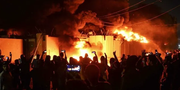 Komşuda kriz çıkartacak olay! Binayı ateşe verdiler