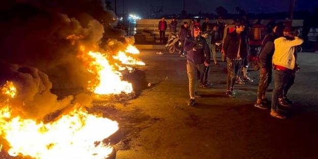 Irak'ta göstericiler yolları kesti!