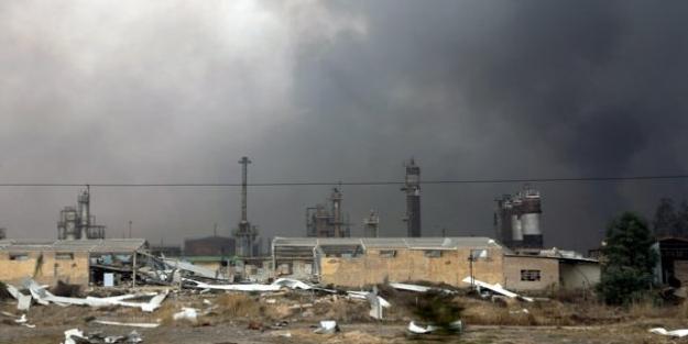 Irak'ta petrol kuyularını ateşe verdiler