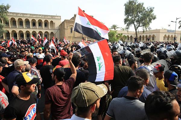 Irak'ta Sünniler, ilk defa hükümet karşıtı gösterilere destek verdi
