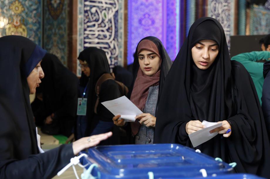 İran halkı, parlamento seçimleri için sandık başında