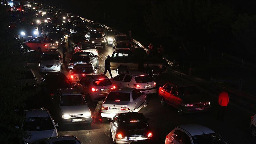 İran'da benzin zammına tepkiler siyaseti de sarstı