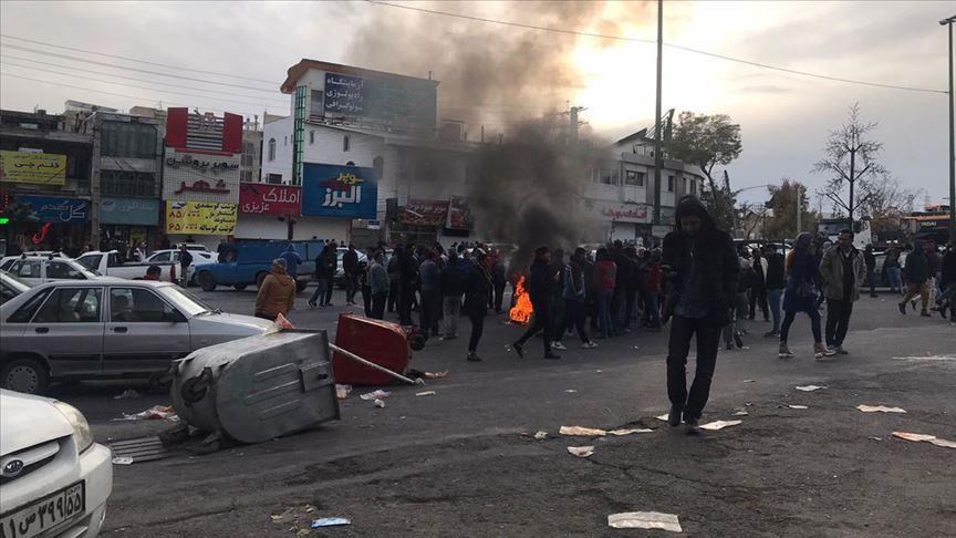 İran'daki gösterilerde Devrim Muhafızları ve milis güçlerden 3 kişi öldü