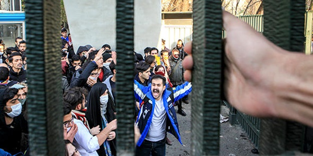 İran'daki vandallara bir destek de Fransa'dan!