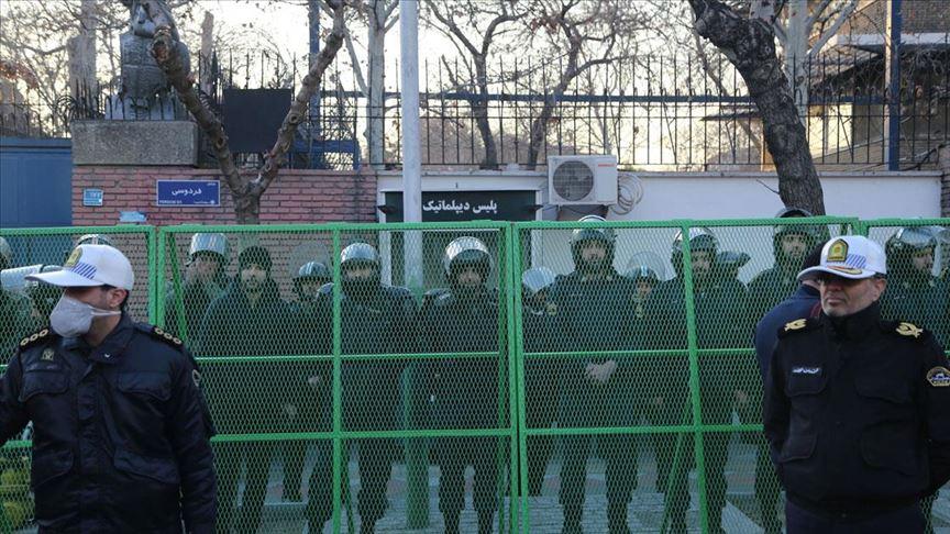 İran'dan İngiltere Büyükelçiliğini kapatılabileceğini duyurdu