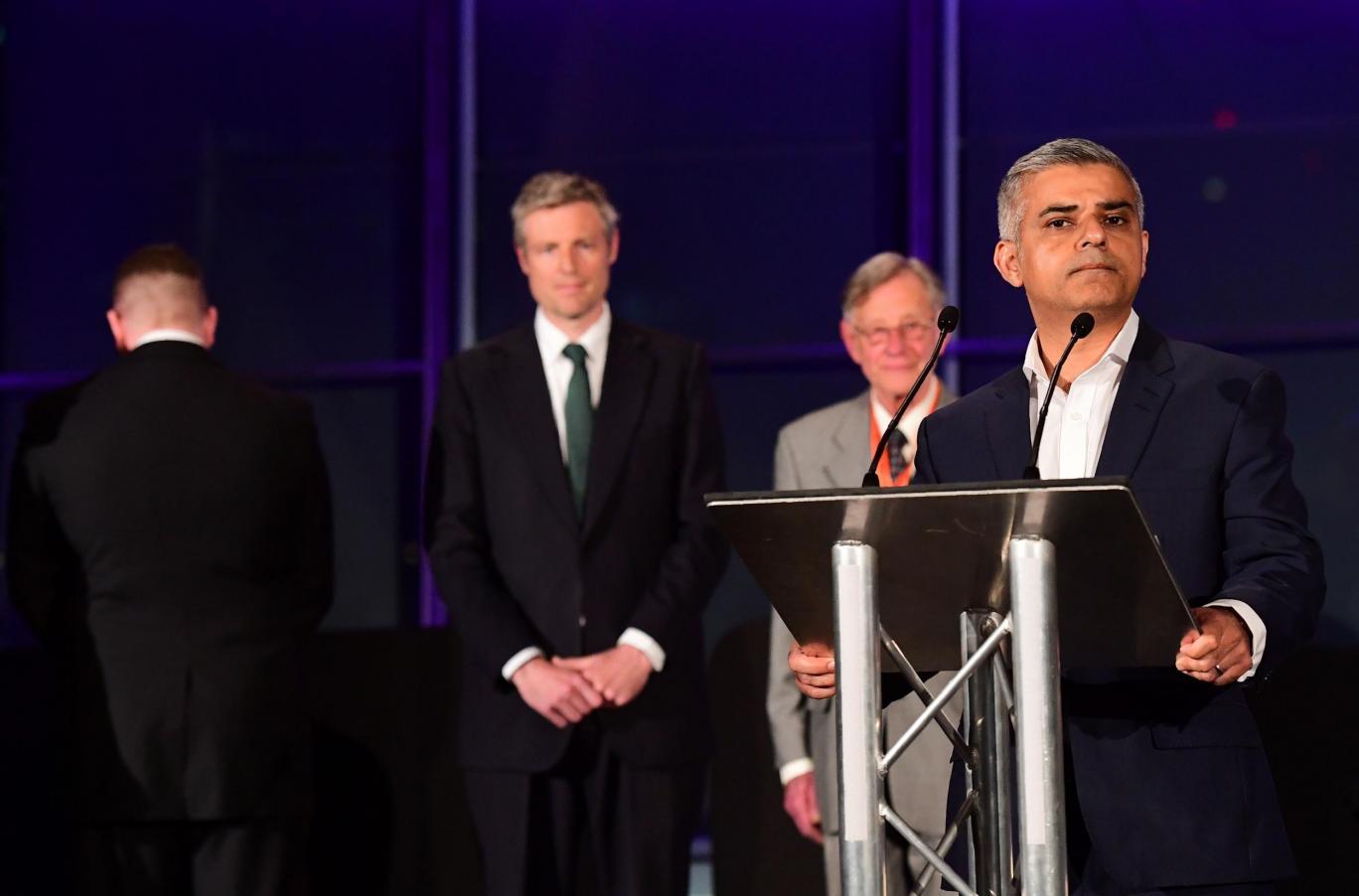 Irkçı İngilizler'den Müslüman başkana tehdit