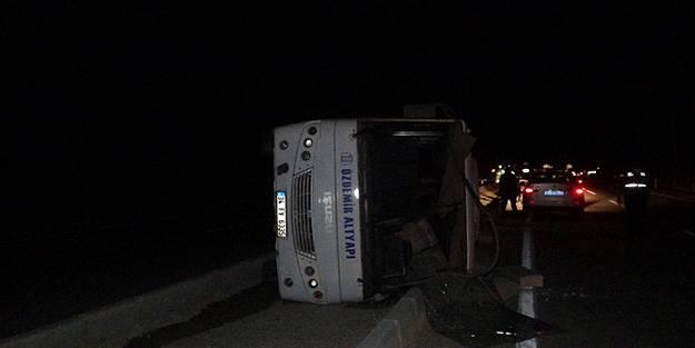İşçileri taşıyan otobüs devrildi: Yaralılar var