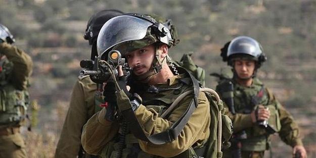 İşgalci İsrail askerleri Filistinli bir genci vurdu