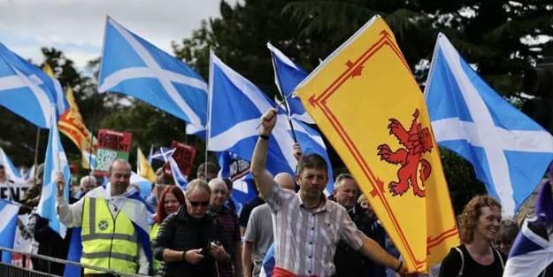 İskoçlar bağımsızlık için sokaklarda