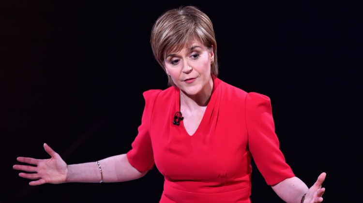 İskoçya Başbakanı İngiltere'ye ateş püskürdü!