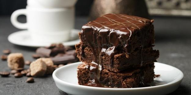 Islak kek nasıl yapılır? Bol soslu kolay hazırlanabilir ıslak kek tarifi ve malzemeleri