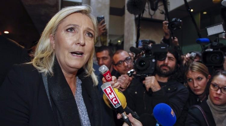 İslam düşmanı Pen'in korkunç başörtüsü vaadi!