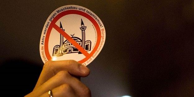 İslam düşmanlığı Batı'da yasalaşıyor