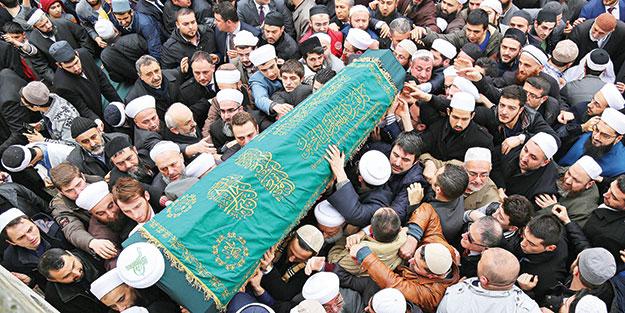 İsmail Ustaosmanoğlu Hocaefendi dualarla uğurlandı