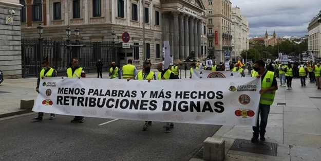 İspanya'da asker maaşına zam için protesto düzenledi