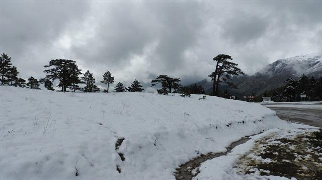 Isparta'ya kar yağdı