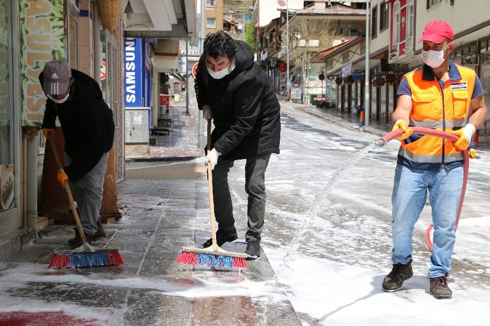 İspir Belediyesi 130 bin maske dağıttı