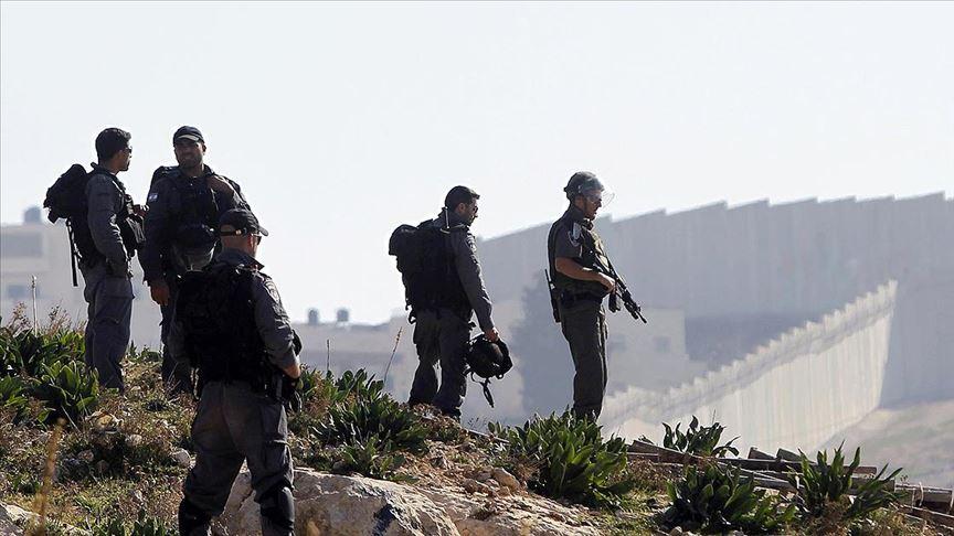 İsrail askerlerinden Filistinli şehidin naaşına insanlık dışı uygulama