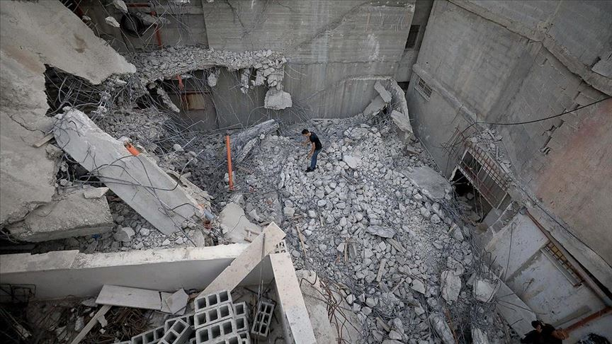 İsrail Batı Şeria'da Filistinlilere ait bir evi yıktı